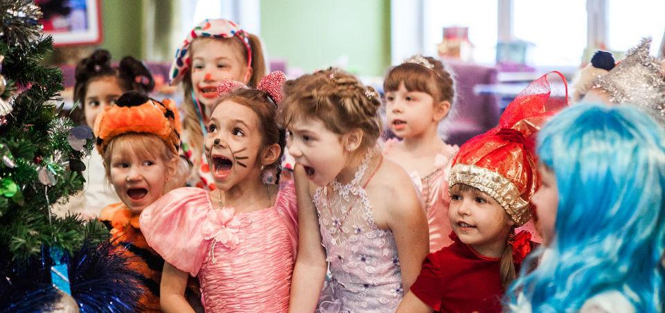 Новогоднее поздравление сценка для школьников фото 522